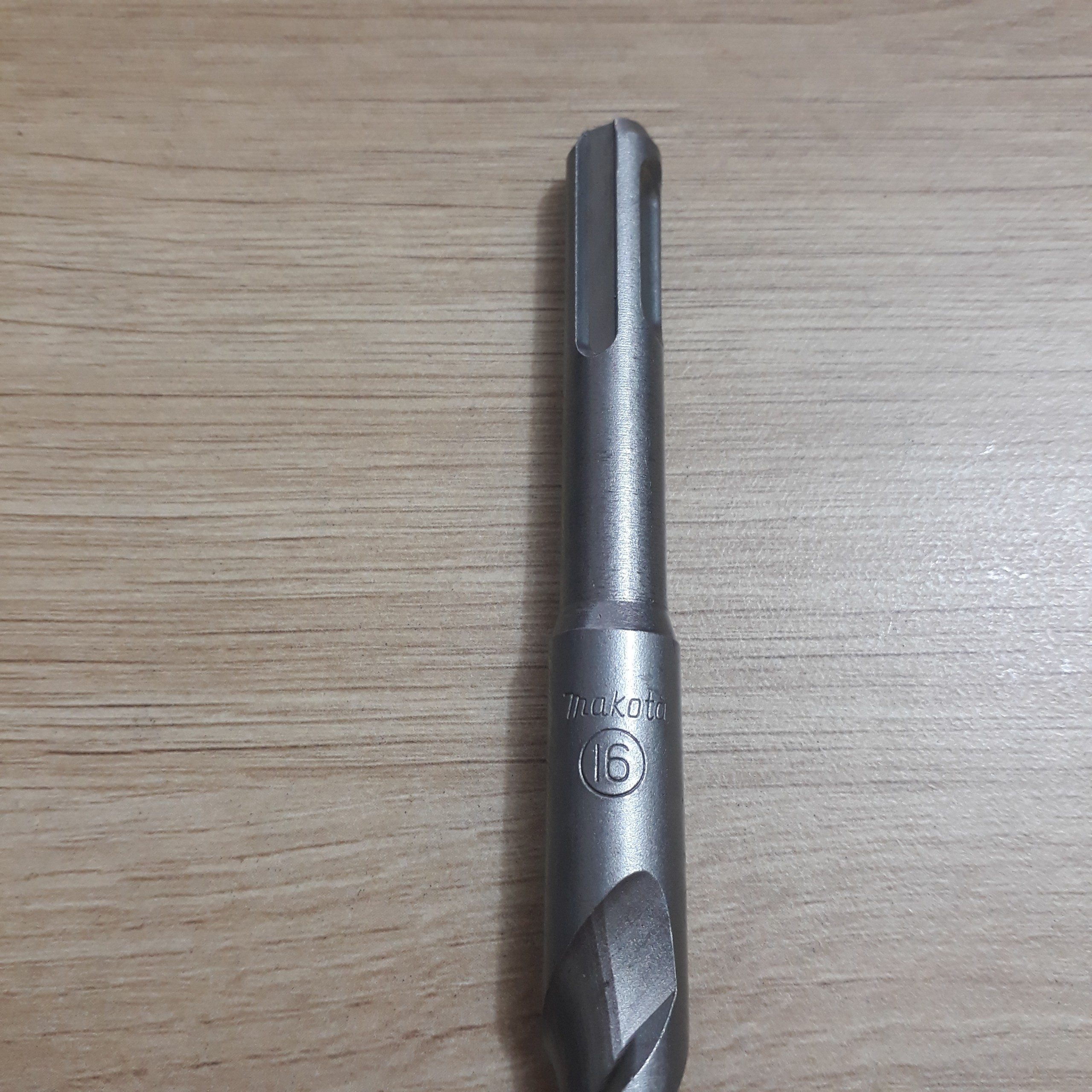 Mũi khoan bê tông đuôi gài 1,5 tấc phi 16 Makita  Makita   Giá rẻ nhất - Công Ty TNHH Thương Mại Dịch Vụ Đạt Tâm